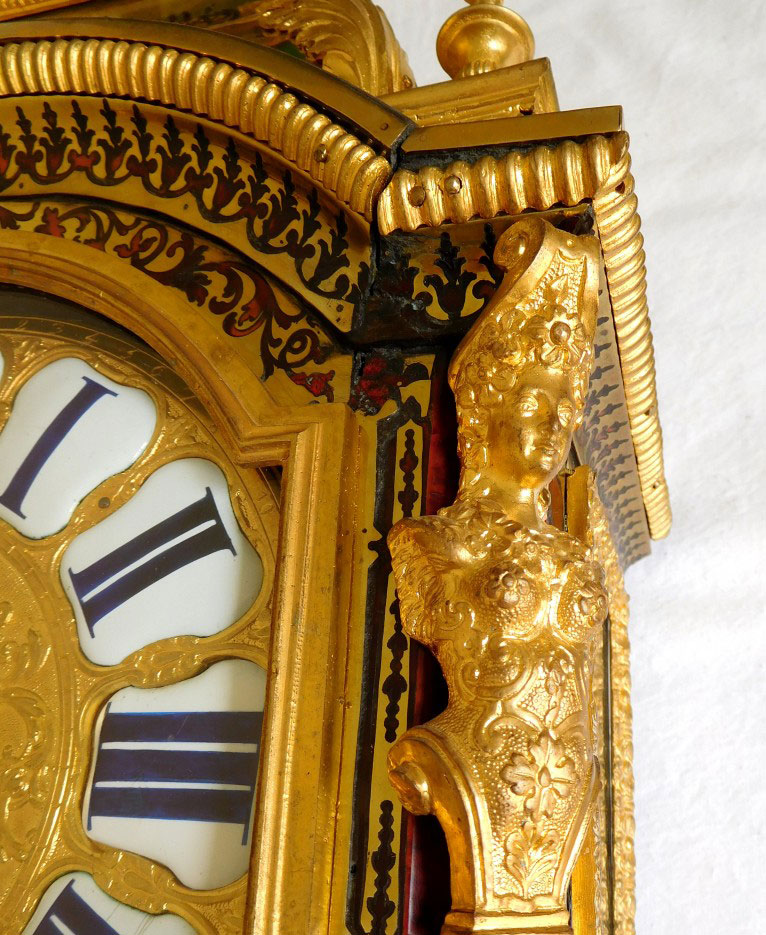 Restauration de la dorure d'un cartel, horlogerie